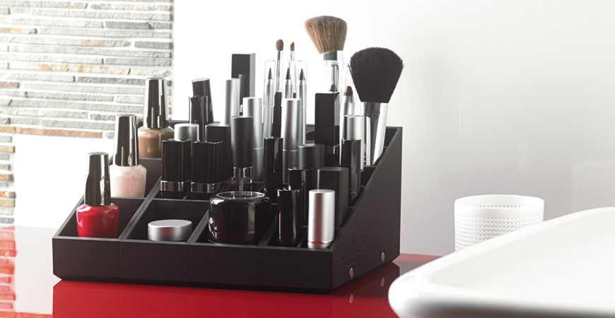 le rangement maquillage uniq organizer en situation blog de la marque de rangements d di s aux. Black Bedroom Furniture Sets. Home Design Ideas